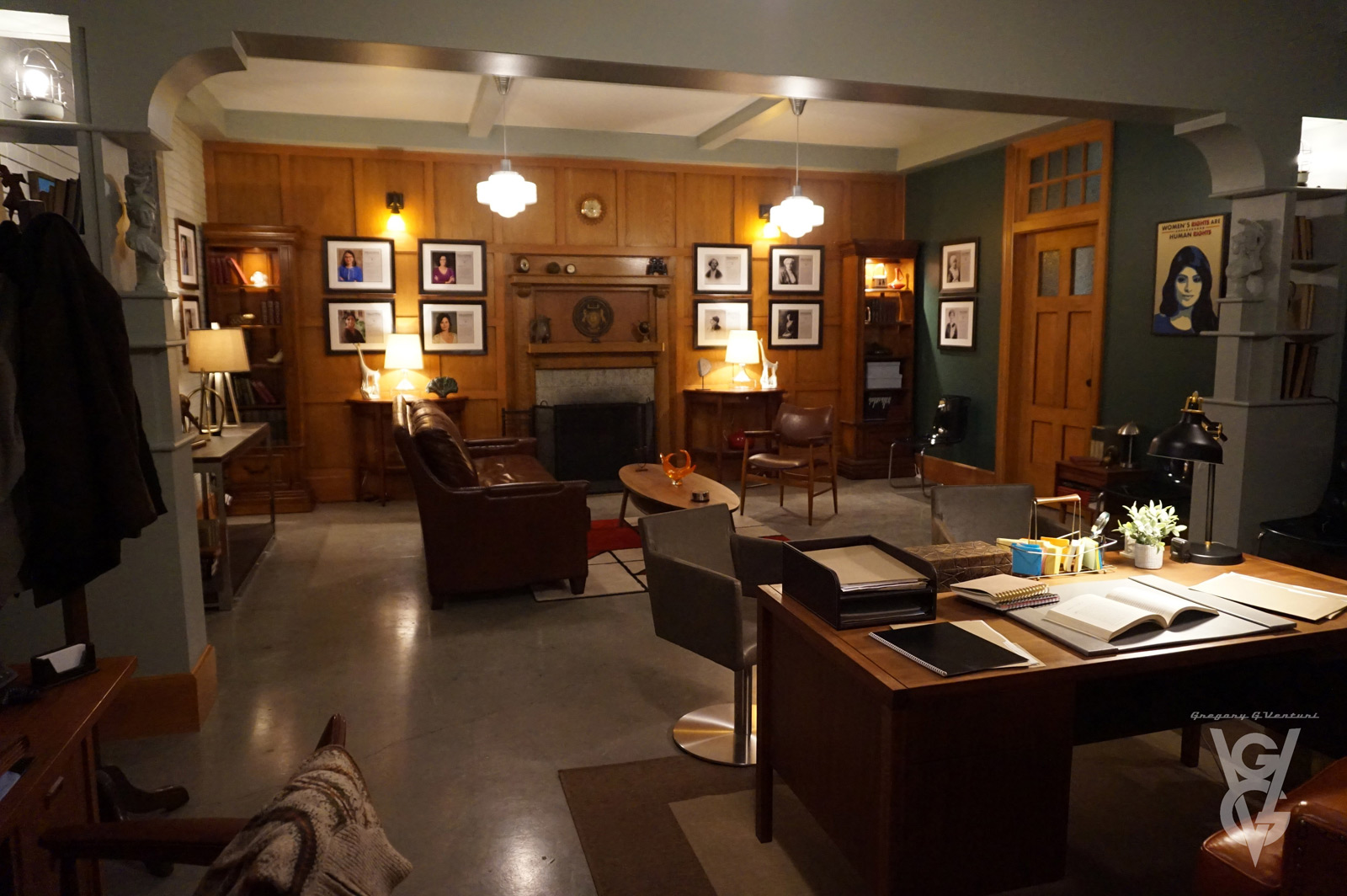 CHARMED: S1 - HARRY'S UNIVERSITY OFFICE - SET PHOTO
