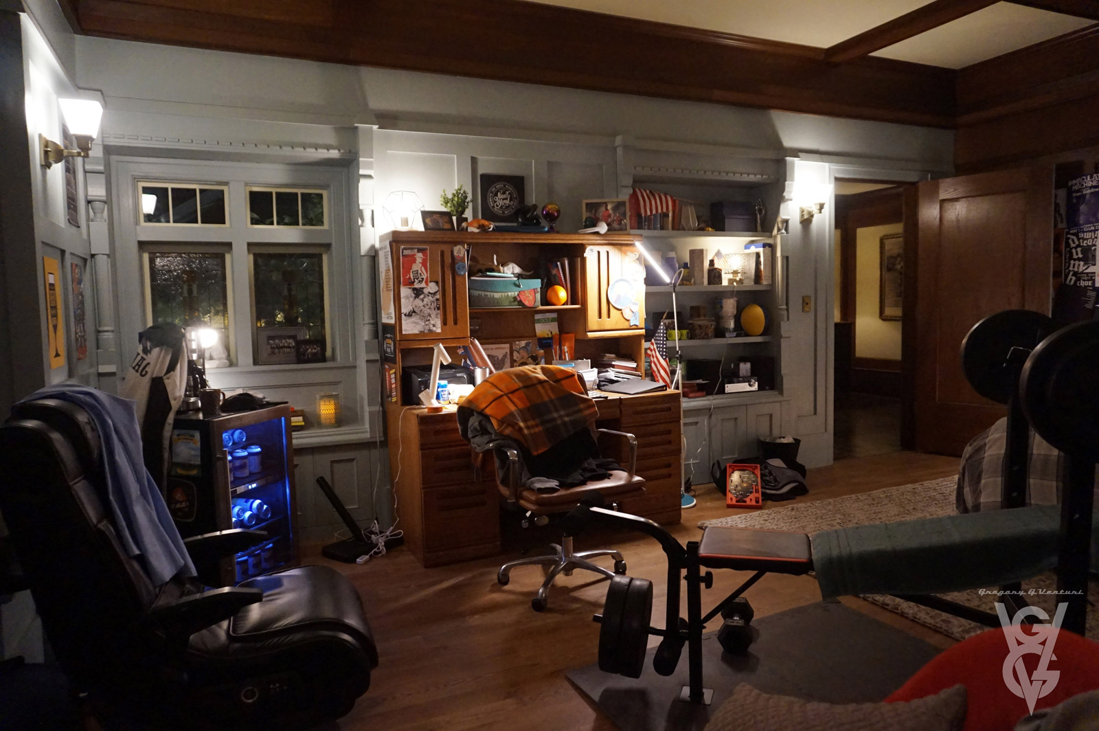 CHARMED: S1 - PARKER'S DORM ROOM - SET PHOTO