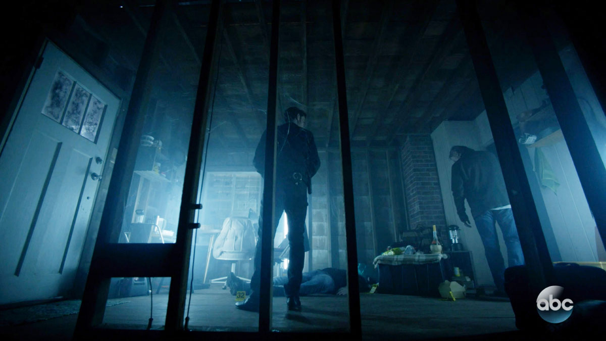 ONCE UPON A TIME: S7 - CRIME SCENE SQUATTER HOUSE - SCREEN STILL