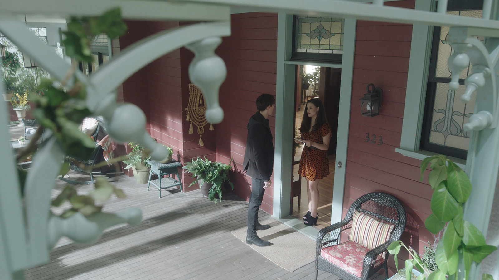 CHARMED: S1 - VERA MANOR - FRONT DECK - SCREEN STILL
