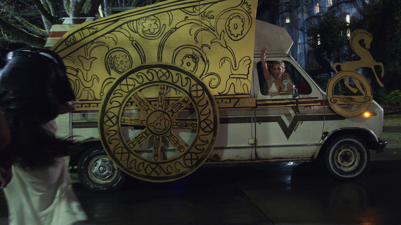 "CHARMED: S1 - UNIVERSITY FRAT ""CHARIOT"" VAN - SCREEN STILL"