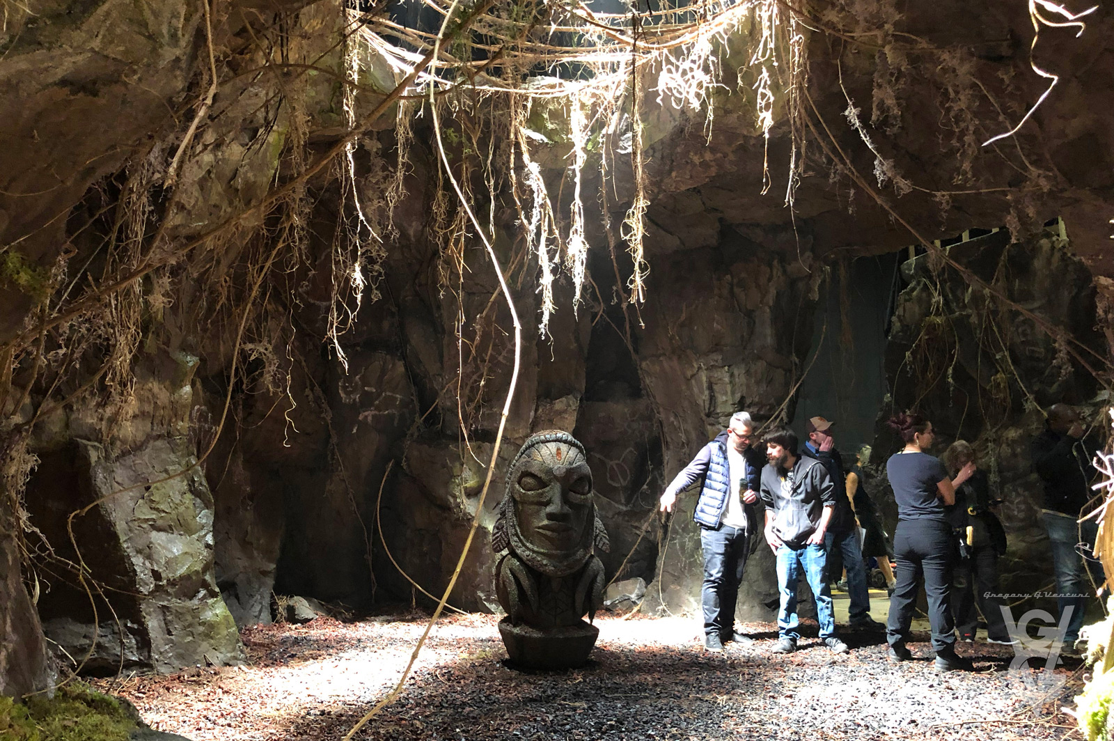 CHARMED: S1 - JUNGLE CAVE SET - SET PHOTO