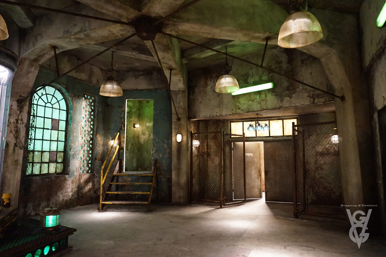 CHARMED: S1 - ABANDONED INDUSTRIAL LAIR - SET PHOTO