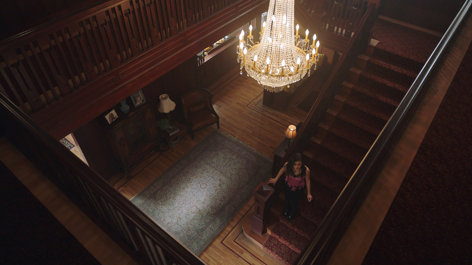 CHARMED: S1 - VERA MANOR - FOYER - SCREEN STILL