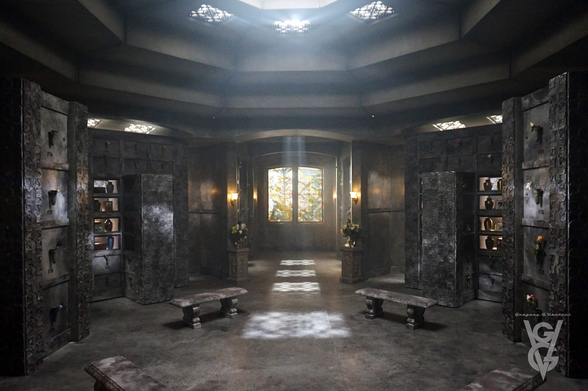 CHARMED: S1 - MAUSOLEUM - SET PHOTO