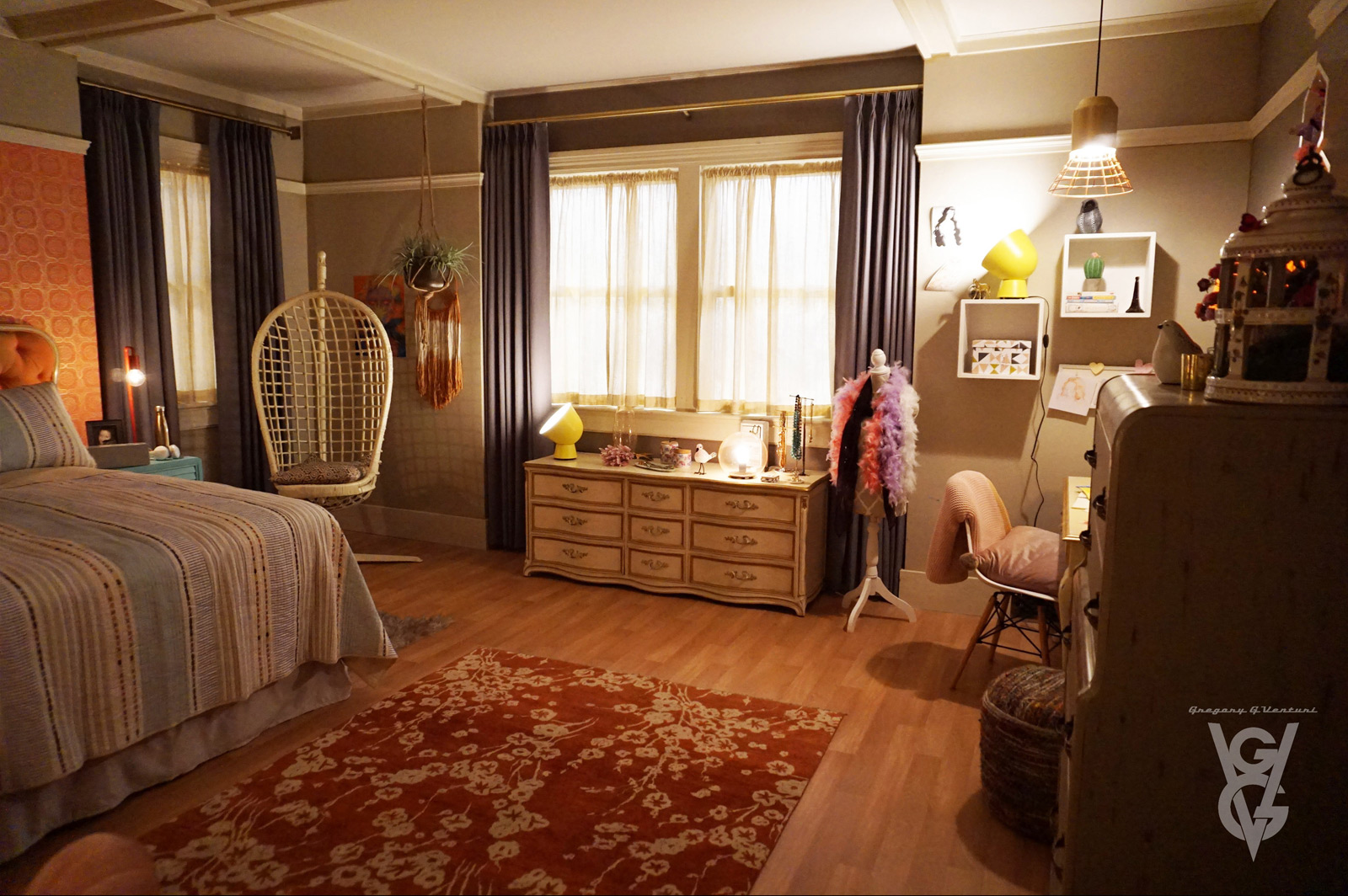 CHARMED: S1 - VERA MANOR - MAGGIE'S ROOM - SET PHOTO