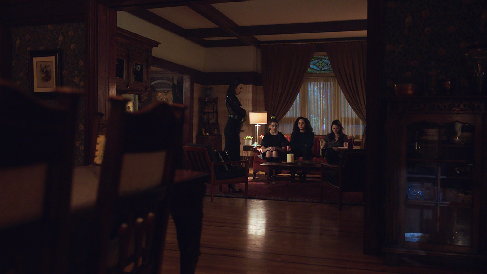 CHARMED: S1 - VERA MANOR - LIVING & DINING ROOM - SCREEN STILL