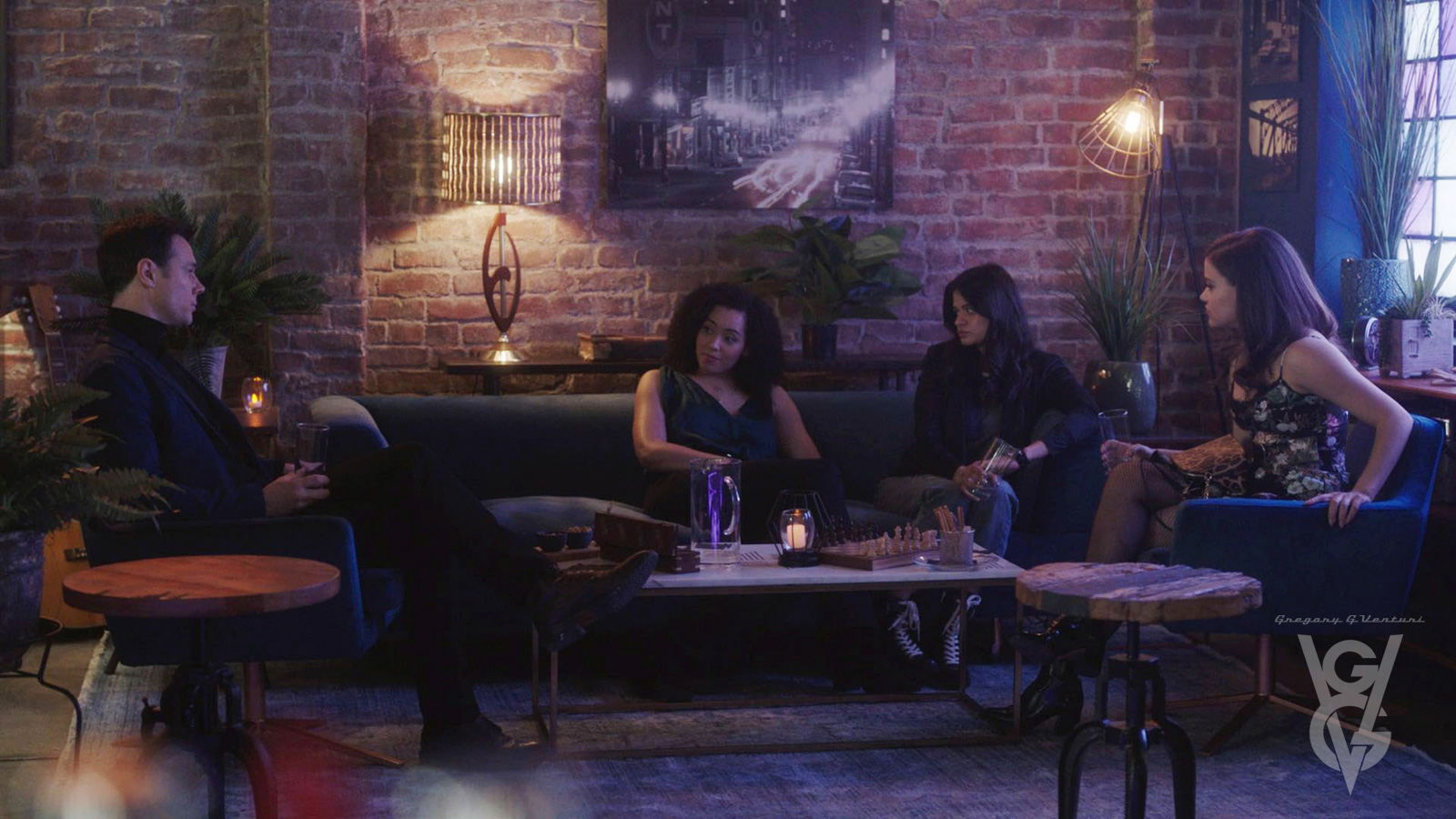 "CHARMED: S1 - ""THE HAUNT BAR"" - SCREEN STILL"
