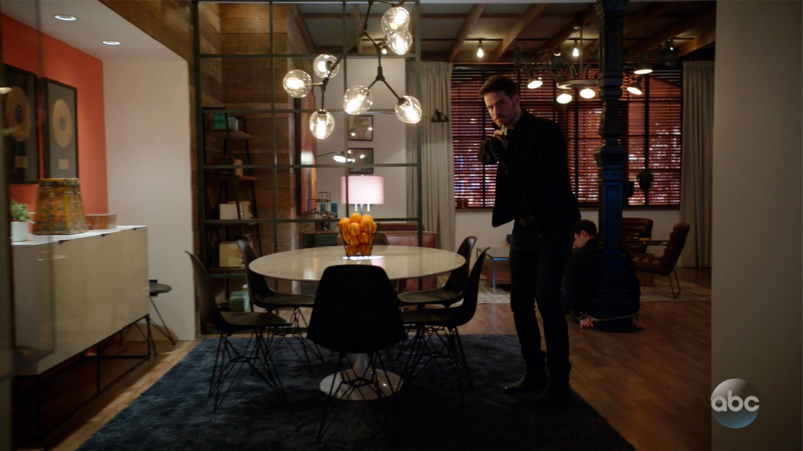 ONCE UPON A TIME: S7 - NICK'S APARTMENT – SCREEN STILL