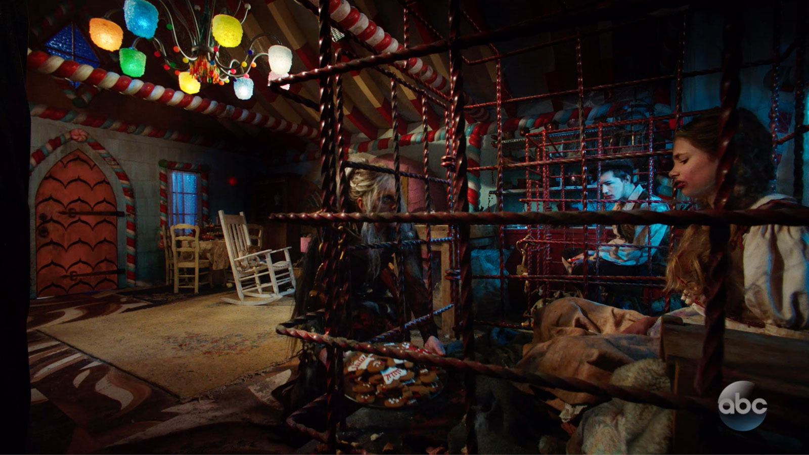 ONCE UPON A TIME: S7 - GINGERBREAD HOUSE - SCREEN STILL