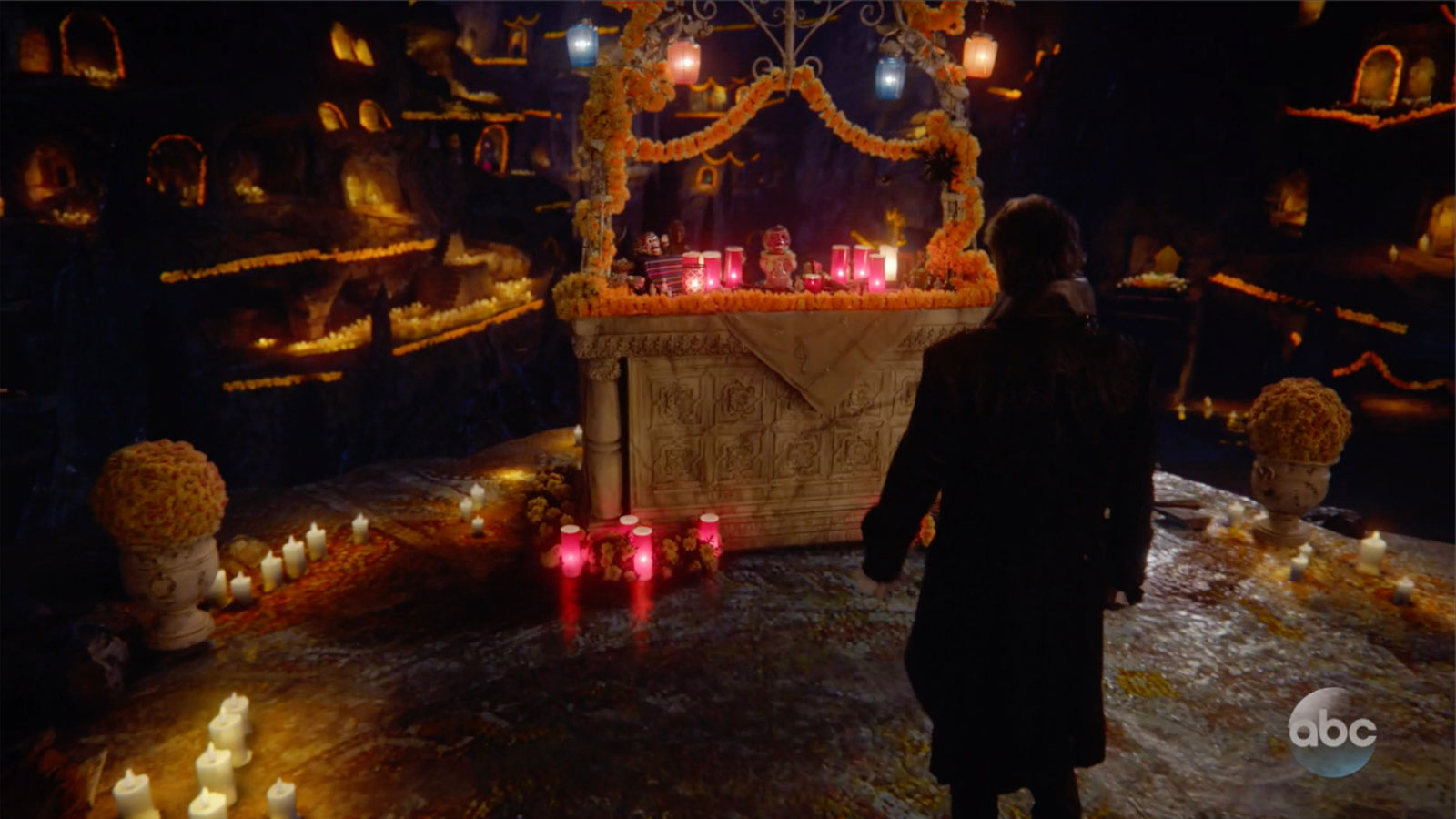 ONCE UPON A TIME: S7 - CAVE OF THE DEPARTED - SCREEN STILL